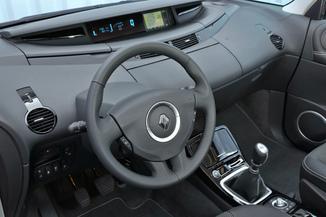 Autoradio Renault Espace 4 : où peut-on le trouver ?